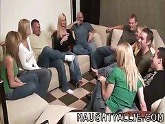 لعبة الحزب يؤدي إلى كبيرة العربدة مقلاع الزوجات