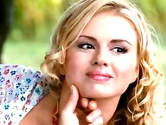 busty krievu meitene