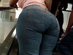 Big Butt ΥΠΈΡΒΑΡΩΝ Milf στο Mall - 6