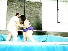 Masnoće i velike sise маловата bbw se bori u ringu