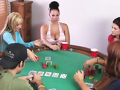 Swingers spelen poker kaartspel