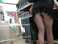 shopping upskirt no pantie