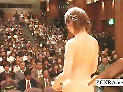 Japanski gol orkestar počinje sa стриптизом