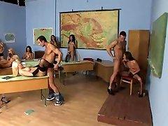 A diákok orgia egy iskolában