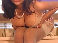 Sexy Indische Milf in See-through Dessous