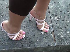 Rozā augsti papēži