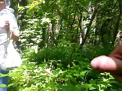 laba vecmāmiņa mežā