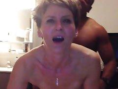 Cougar har anal orgasme fra ung svart kuk