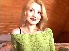 Blonde Nicole En Opa