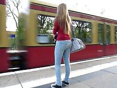Volgende jucy kont in Spijkerbroek & Blond Haar