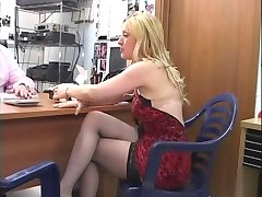 A good secretary loves dicks