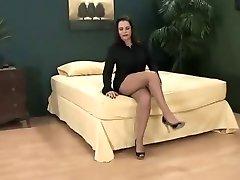 Grote tieten korte rok en panty