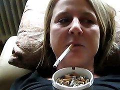 吸烟克劳迪娅