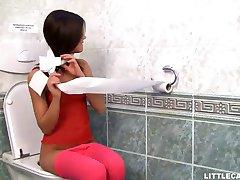 Odlična Каприс dobiva joj maca jede u wc