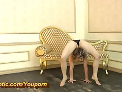 Niezwykle elastyczne baleriny w pończochach (HD)