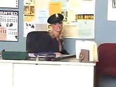erotiskā blondīne policijas stacijas