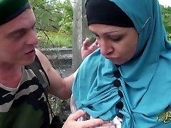 Nafila Essid - hijabi pulverize machine