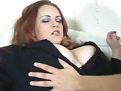 Prsata Djevojka Iskušava Velikim Sisama Madame
