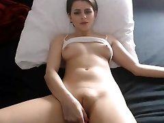 Sexy meisje tepels vingeren vet cameltoe kut