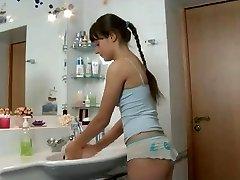مارس الجنس في الحمام
