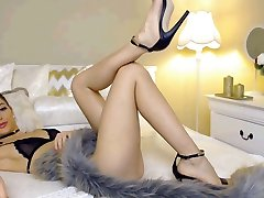 Super-hot Cam Girl with Unbelievable feet and High Heels Part 1