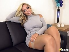 UK Milf with light-haired hair Kellie OBrian is always well-prepped to demonstrate booty