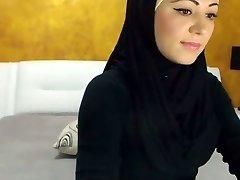 Splendid Arabic Beauty Cums on Camera