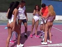 Pusaudžu tenisa porno orģija