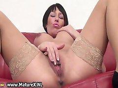 गृहिणी बड़े स्तन के साथ और stocknigs 4