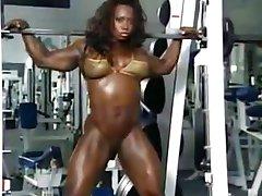 काली महिला मांसपेशियों
