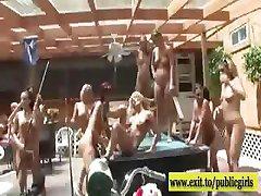 न्यडिस्ट गर्मियों में पार्टी के साथ सींग का अगले दरवाजे लड़कियों
