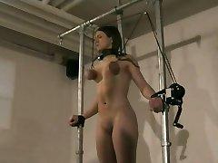 Послушный молодой соблазнительных секс-рабыней