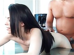 Prilagodljiv hussy poskuša porno