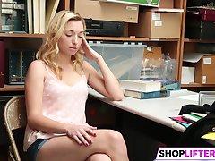 Shoplifter Zoe Parker Izpaužas Sprāga Ar LP Amatpersona