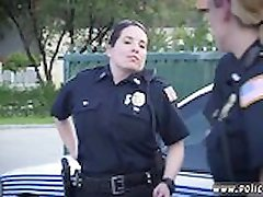 Cop strapon puisis, Mums ir aizdomas, izģērbties