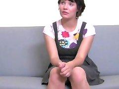 FakeAgent Cute girl ņem pirmo reizi, sejas