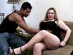 खूबसूरत विशालकाय महिला बड़ा लंड