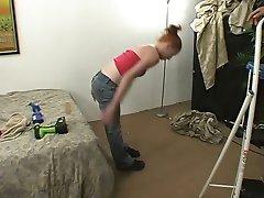 लड़की के साथ बिजली उपकरण 4 5