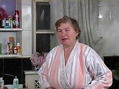 La vieille Rita se lave by Clessemperor