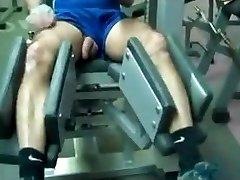 8 पिताजी जिम में कसरत