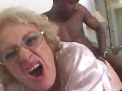 Ragveida veca blondīne paņem lielo melno pimpi hardcore pounding viņas cunt