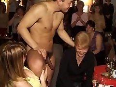 AK Loverboys Vecmeitu ballītes, 2 (CFNM) - Cireman
