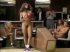 जैकलिन Lovell और अन्य, जाओ गेंदबाजी में नग्न