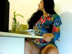 सेक्सी लड़की हो रही सींग का बना हुआ कार्यालय में भारतीय लग रहा है