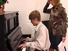 piano teacher predominates her student