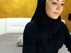 Stunning Arabic Sweetheart Cums on Camera