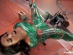دستگاه های بیگانه را Breanne Benson به مدار Orgasms