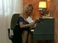 שדיים גדולים מקבלת tittyfucked - DBM וידאו