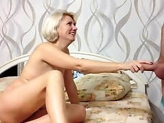 Beauty Russian Amateur Girl Makes Oral Pleasure and Cum in Mouth