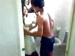 印度的女大学生swapna搞砸她的年轻chachu丑闻低质量